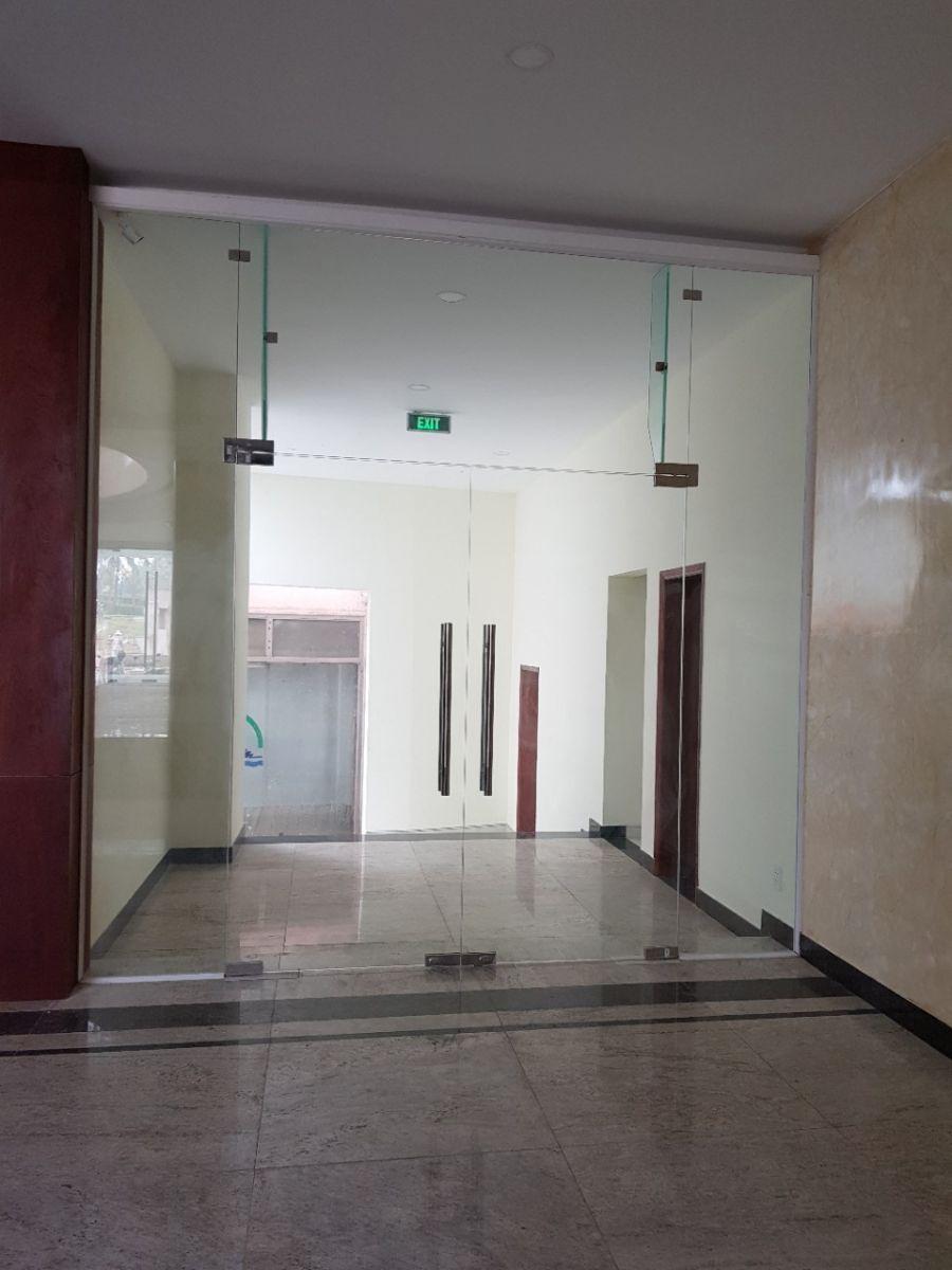 cửa kính cường lực tphcm